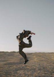 尖刀上的舞者